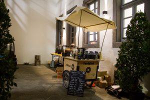 Teehikel im Innenhof des Dreikönigenhauses in Koblenz